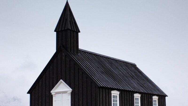 Cfarë nuk shkon me kishën moderne sot!