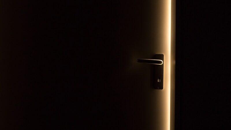 Hyr përmes Derës së Ngushtë
